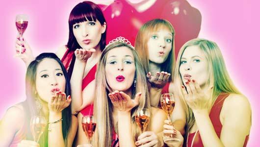 Fünf Frauen feiern Bridal Shower